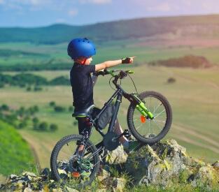 Kind mit Haibike SEET-Greedy-Fahrrad
